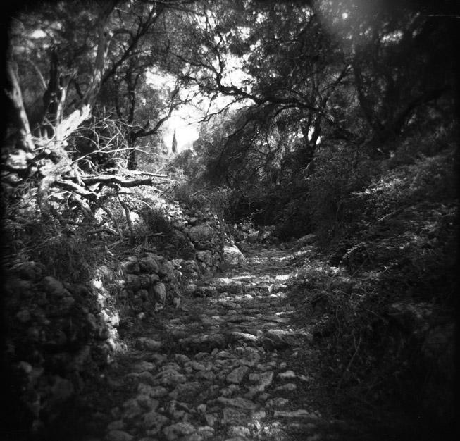 Path to Lakones