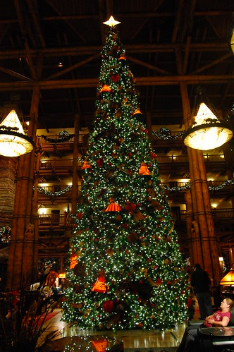 Wilderness Lodge - Lobby and Christmas Tree