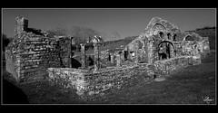 Ruines de Languidou HDR (Rom-1-) Tags: white black nikon noir sigma bretagne 1020mm blanc hdr ruines finistere vestige d80 languidou