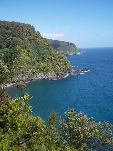road-to-hana-coastline