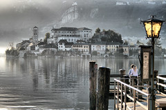 Orta: Romance mode ON (! .  Angela Lobefaro . !) Tags: italy lake love lamp architecture landscape interestingness bravo kiss couple italia searchthebest 1st pareja streetlamp quality basilica topv1111 religion paar valentine romance lovers explore piemonte amour bisou convento valentines romantic christianity cloister topf150 2008 topf100 convent piedmont amore liebe beso valentinesday bacio kloster burg stvalentine italians kuss lampione coppia isola stift calendario sanvalentino coppietta internationalwomensday orta lagodorta ortasee firstquality womansday magicdonkey isolasangiulio i500 isoladisangiulio ortasangiulio eos400d canoneos400d camerafinder 22000000 holidaysvacanzeurlaub eos400ddigital visitpiedmont ostrellina angelamlobefaro angelamarialobefaro