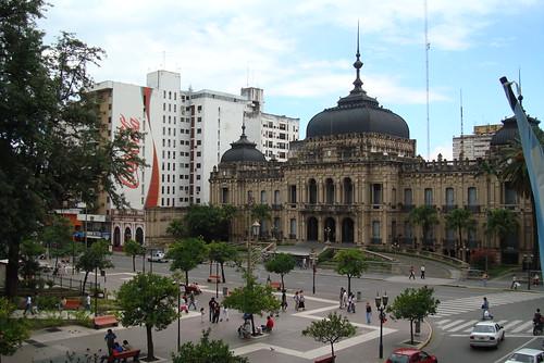 Casa de Gobierno en la Plaza Independencia de Tucumán, Fotografía: Gabriel Konzevik