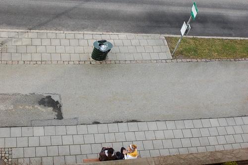 バスを待つ間の会話