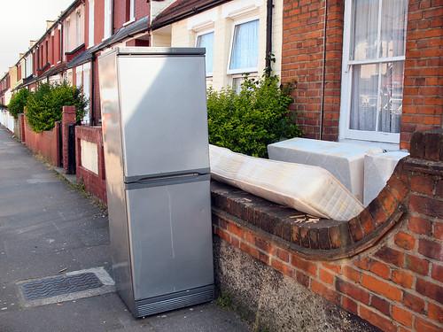 fridge signature recycling iconic fridgemagnet collectable tottenham dumping haringey fridgedoor nevera roseberyavenue fridgefreezer kitchenalia londonn17 lapuertadelanevera fridgenalia