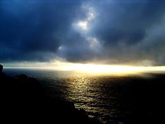 Finis terrae (paisleones - trabajocreativo.com) Tags: sol de mar galicia nubes fin puesta mundo oceano vanagram themostofthemost fnisterre