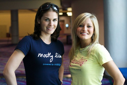 Mostly Lisa & iJustine pimpin' our sweet Viddler Tees