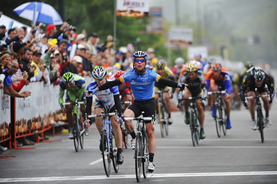 Missouri stage 1: Farrar 2nd to 'Cav' in mass sprint