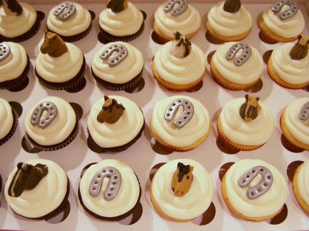 Horse & Horseshoe cupcakes