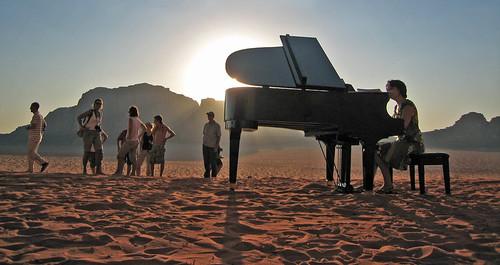piano de cola en pleno Wadi Rum, Jordania