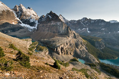 Mt. Yukness and Lake Oesa Trail (Marc Shandro) Tags: blue autumn sky snow canada mountains fall rockies lakes sunny location clear alpine northamerica rockymountains yoho lakeohara