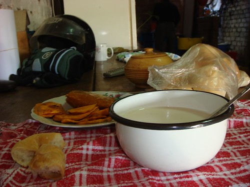 Hot milk, bread, tamales in Chincha...