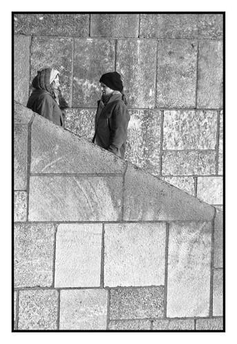 Tussen de stenen