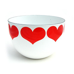 Arabia, Finland 'Finel' heart bowl (Wooden donkey) Tags: