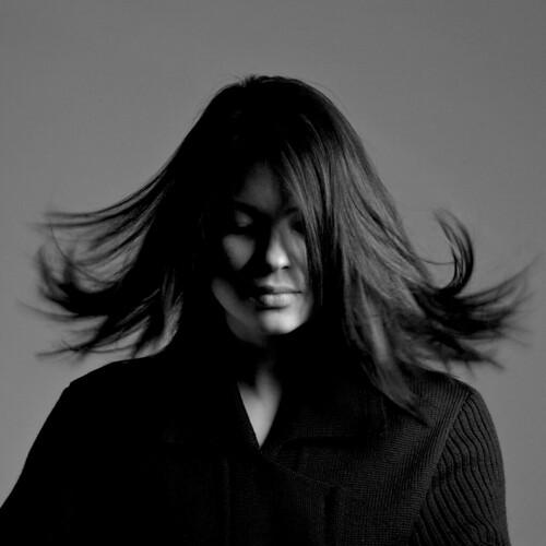 [フリー画像] 人物, 女性, モノクロ写真, スタジオ, 201105282100