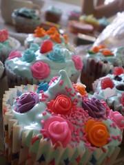 P2030055 (lul cupcakes) Tags: argentina cupcakes nuts caramel bakery barroque delish pantone merengue vainilla dorins