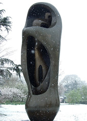 02 Large upright internal & external form3, 1981-2 (chericbaker) Tags: sculpture kewgardens snow kew moore henrymoore mooreatkew