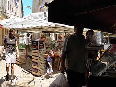 marché de la place aux herbes .jpg