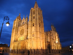 "Leon Cathedral at Night • <a style=""font-size:0.8em;"" href=""http://www.flickr.com/photos/48277923@N00/2623020174/"" target=""_blank"">View on Flickr</a>"