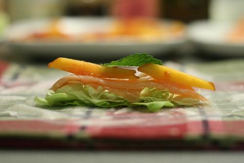 Montage salade, saumon & pêche