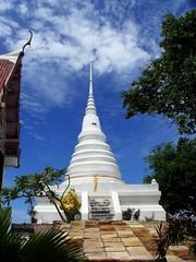 Wat Lung Por Dum-06 (dol2519) Tags: sea color asian thailand temple asia buddha 666 east southern thai asean mamak pattaya ibn asem chonburi afta  sattahip 5photosaday  dol2519 earthasia sigree sigreebinmamak sattahe watlungpordum