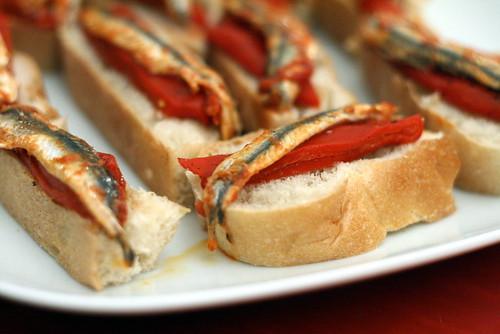 Tartines aux piments doux & aux anchois