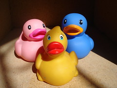 Threesome...? (Srch) Tags: rita lolita trio threesome omg rubberducks unfaithful engao yellowduck blueduck pinkduck colourartaward blucky ritalapatita