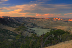 fading light at round valley (Marc Crumpler (Ilikethenight)) Tags: california autumn trees sunset clouds canon landscape twilight hiking trails hills bayarea eastbay ebrpd roundvalley contracostacounty eastbayregionalparkdistrict tamron1750 twtmeblogged sfchronicle96hours 40d mywinners abigfave ebparks colorphotoaward canon40d theperfectphotographer absolutelystunningscapes visionqualitygroup ebparks2010