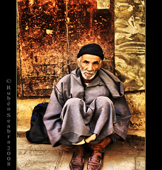 Moroccan old man - HDR (*atrium09) Tags: old portrait man golden retrato morocco fez marroqui marruecos viejo hdr hombre fes maroccan