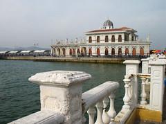 Bykada skelesi (Jennifer Hattam) Tags: building ferry turkey island ada islands harbor pier trkiye istanbul terminal iskele bykada adalar princesislands feribot iskelesi
