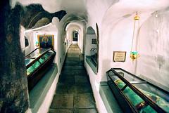 Santos Isaac. Espiridion y Nicodemos (abarrero2000) Tags: saint shrine monk holy orthodox kiev relics monje reliquien schrein reliquary urna moine reliquias lavra reliques chsse relicario reliquaire reliquienschrein