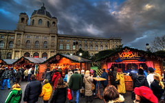 christmas market at maria-theresien-platz (-12C) Tags: vienna wien christmas sky color clouds austria christmasmarket hdr d90 julmarknad mariatheresienplatz naturhistorichesmuseum naturhistoriches tokina1116mmf28
