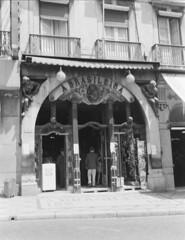 Caf A Brasileira, Lisboa, Portugal (Biblioteca de Arte-Fundao Calouste Gulbenkian) Tags: portugal caf geotagged lisboa lisbon mrio chiado abrasileira novais mrionovais geo:lon=9142051 geo:lat=38710643