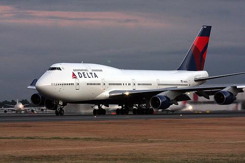 delta 747 400 arrives in tokyo