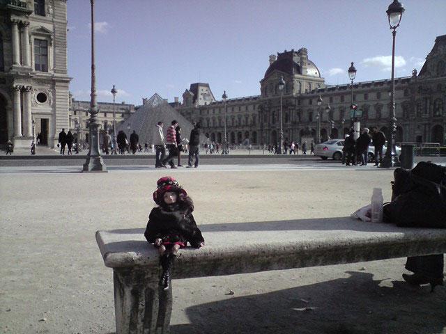 Sarah joue les touristes en solo à Paris 2302224921_d764b9f167_o