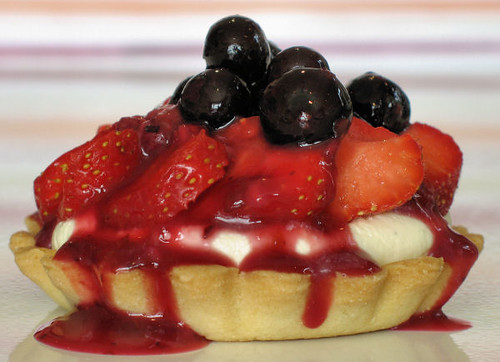 strawberry tartlet with white chocolate cream 3898