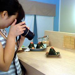 destined (superlocal) Tags: food apple girl macintosh geotagged photographer korea photoblog seoul gps photolog seul 3jpg icn soul   superlocal img0022 takenonaniphone