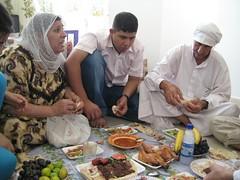 Iraqi_family_dining.JPG