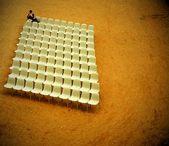 waiting (www.marcel-sauer.de) Tags: people london germany fun 50mm dresden zwinger nikon dof bokeh diary depthoffield 18 50mmf18d tagebuch wideopen nikon50mm18 d80 bigaperture bokehwhores marcelsauer pixelpostmarcelsauer portfoliomarcelsauer