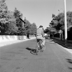 Bicicleta (Biblioteca de Arte-Fundao Calouste Gulbenkian) Tags: street shadow man bike bicycle back cyclist riding bicyclist transportes terrestres mrionovais