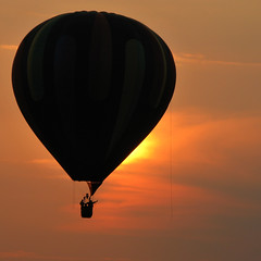 Balloon Sunset - Festival of Ballooning (anadelmann) Tags: sunset usa silhouette night canon newjersey sonnenuntergang nacht ballon balloon nj f100 hotairballoon ballooning pictureperfect canonpowershot readington solbergairport njfestivalofballooning v1000 g9 newjerseyfestivalofballooning supershot hol