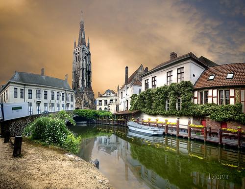 En los canales de Brujas 2 (Brugge, Belgium) by dleiva.