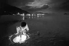 White Hole (Alceu Bap) Tags: longexposure boy sea brazil bw praia wet water mar kid sand nightshot saopaulo pb flashlight lanterna molhado breach juquehy noturno elitephotography moodcreations