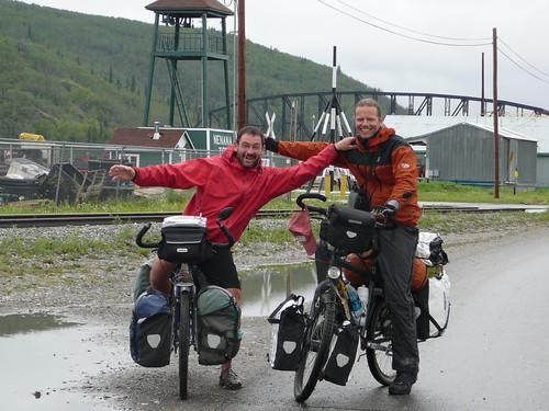 Harry y Thierry con el rio en Nenana atras
