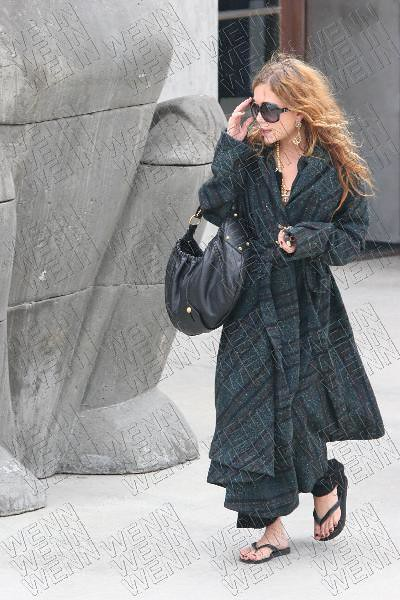 mary-kate-olsen-shopping-maxfield-beverly-hills-10-19-05-02 by madeleineshek