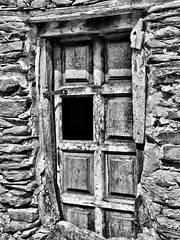 La puerta del tiempo/The door of time (hiskinho) Tags: door wood bw muro window wall ventana puerta madera bn fachada hdr piedra entrar ston
