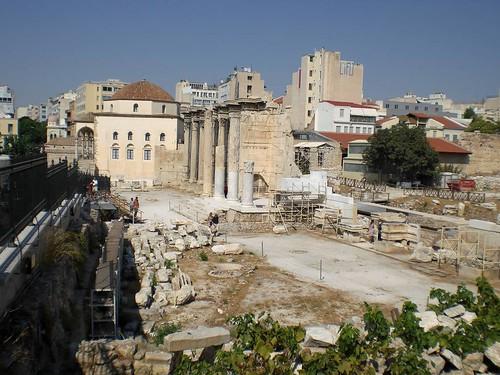Hadriansbibliothek und Tsidarakis-Moschee