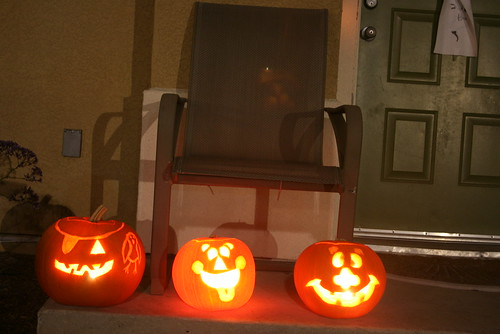 punkins without flash on a sturdy surface