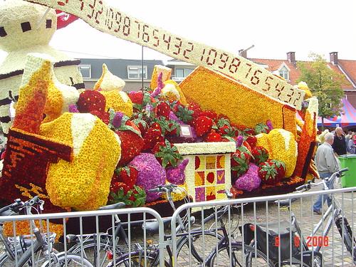 Праздник цветов Блюмен Корсо, Голландия