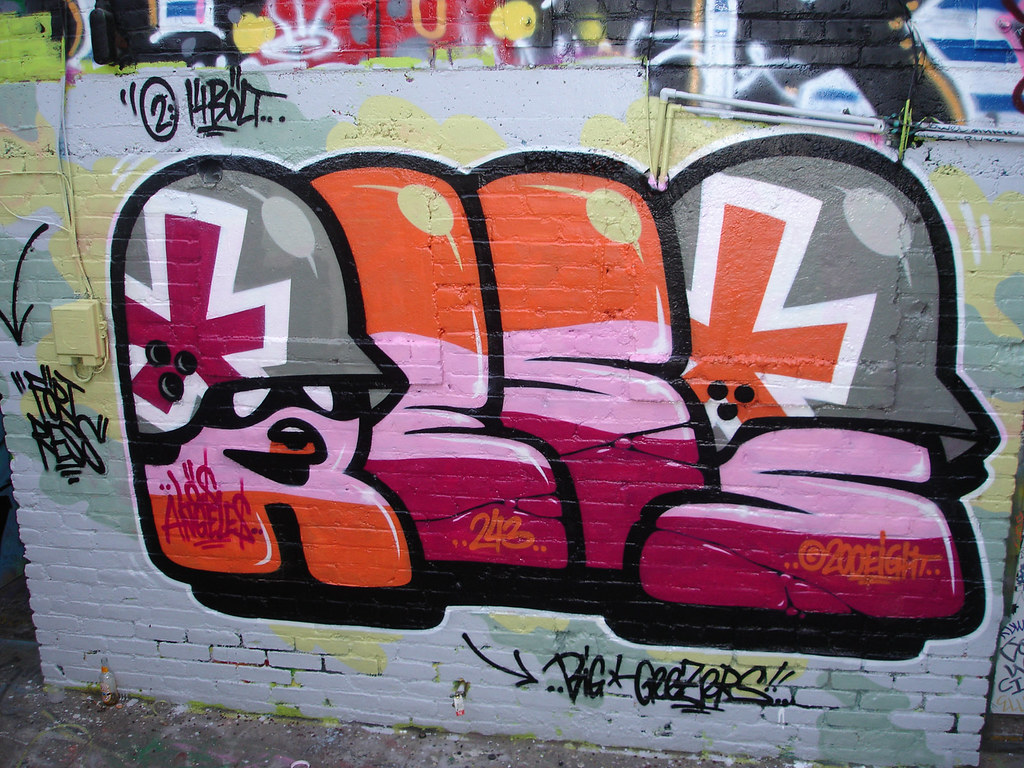[Graff / Toiles / Stickers] FLYING FORTRESS 2998591622_e669dc006d_b