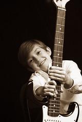 "guitar <a style=""margin-left:10px; font-size:0.8em;"" href=""http://www.flickr.com/photos/32029266@N08/3023260064/"" target=""_blank"">@flickr</a>"